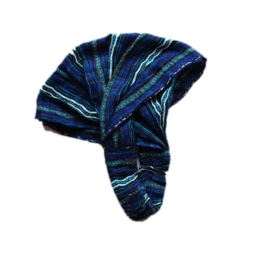Čelenka v modrém provedení je velmi příjemná pro nošení. Gumičková část zajišťuje pevné uchycení k hlavě a čelenku lze roztáhnout na hlavě tak aby chránila vlasy před sluncem.